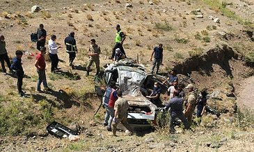 Ağrı'da otomobil şarampole uçtu: 3 ölü, 2 yaralı