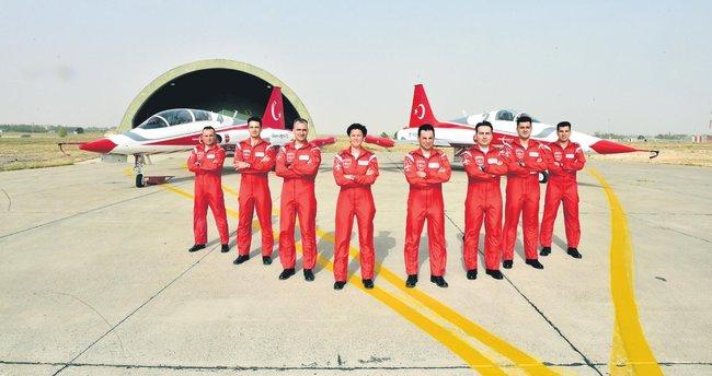 Türk yıldızları Esra Binbaşı'ya emanet