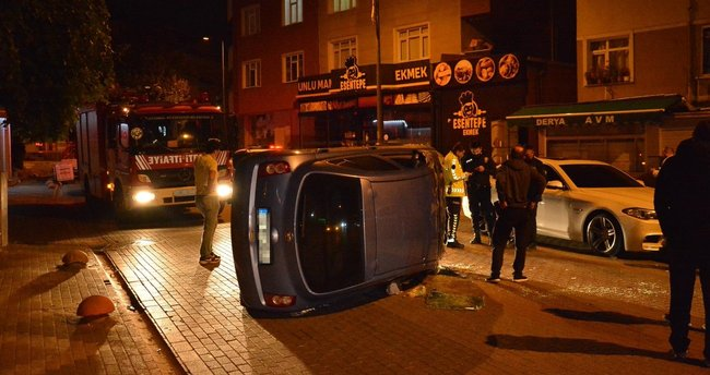 Kartal'da iki araca çarpan otomobil takla attı: 2 yaralı