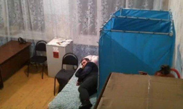 Rusya'da seçim kameralarından ilginç manzaralar