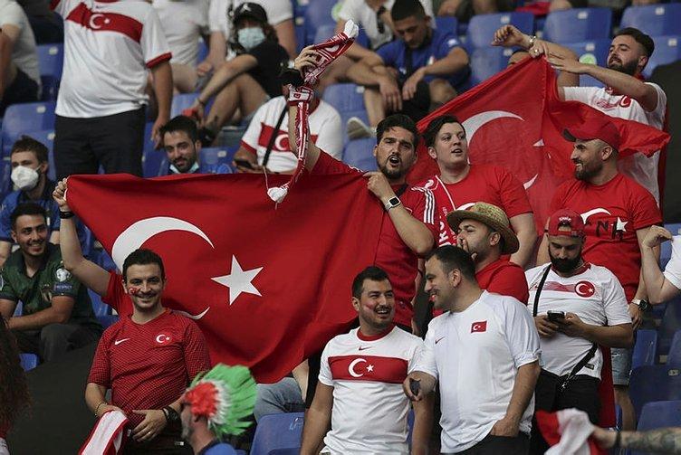 Tribünde özlenen görüntüler! Türkiye-İtalya maçından çok özel kareler!