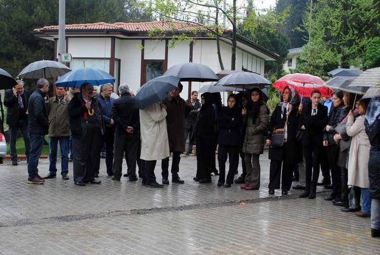 Şarkıcı Nilüfer'in annesinin cenazesinden fotoğraflar