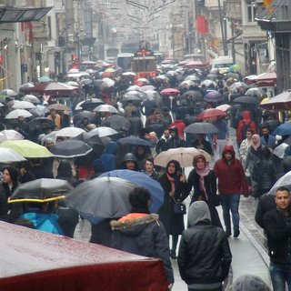 İstiklal Caddesi'nde şemsiye esintisi