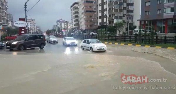 Gök gürültülü sağanak Trabzon'da etkili oldu