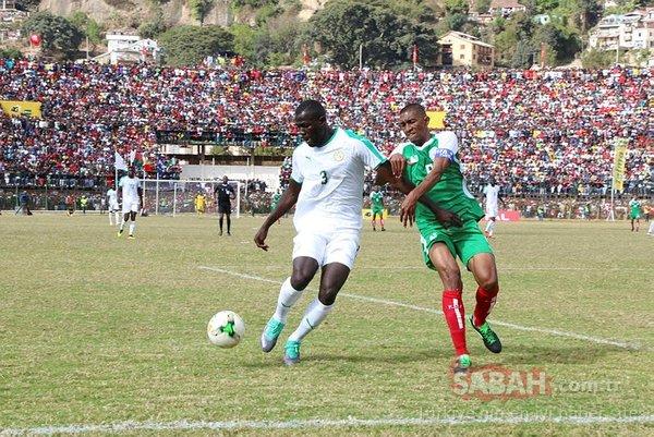 Senegal - Madagaskar maçında izdiham çıktı