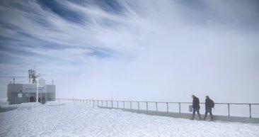 Zirvede kar, sahilde deniz keyfi