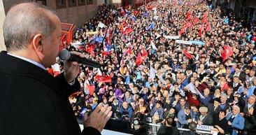 Cumhurbaşkanı Erdoğan'ın Bağcılar İlçe Kongresi'nden yansıyan kareleri
