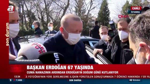 SON DAKİKA: Gazeteciler Cuma namazı öncesi Cumhurbaşkanı Erdoğan'ın 67. yaş gününü böyle kutladı | Video