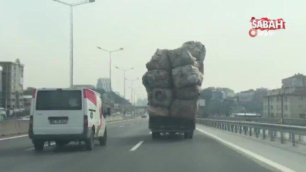 İstanbul'da kasası aşırı yük dolu olan kamyonetin tehlikeli yolculuğu kamerada   Video