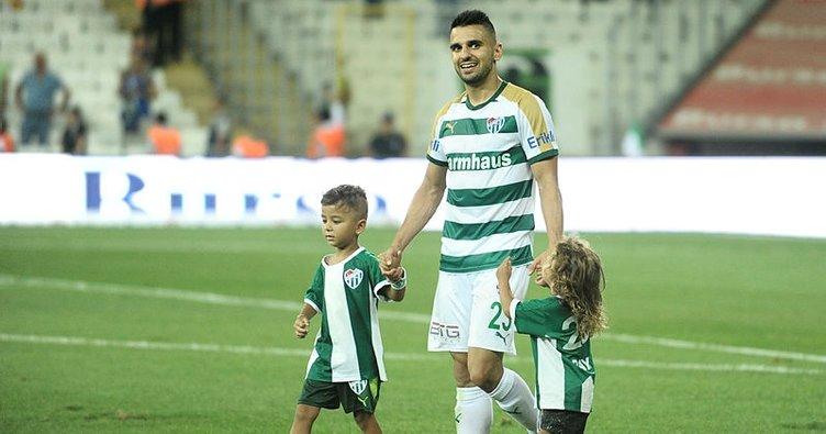 Bursaspor'da bir ayrılık daha! Aziz Behich de gitti...