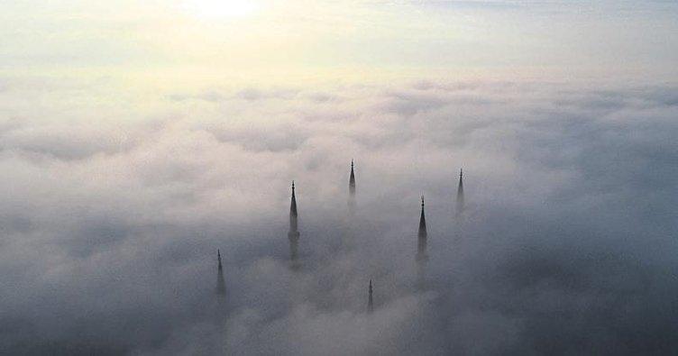 Merkez Camii'nde sis manzarası