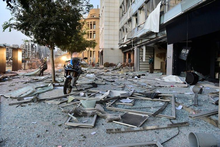İşte patlama sonrası Beyrut sokakları! Bir şehir yerle bir edildi