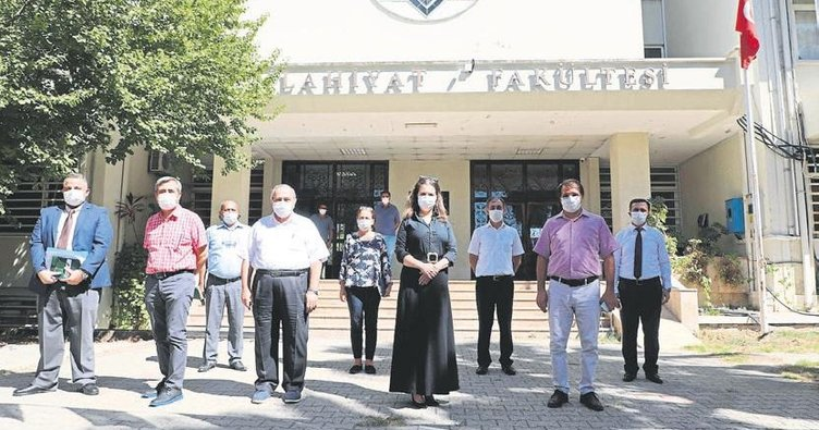 Rektör Tuncel İlahiyat Fakültesi'ni ziyaret etti