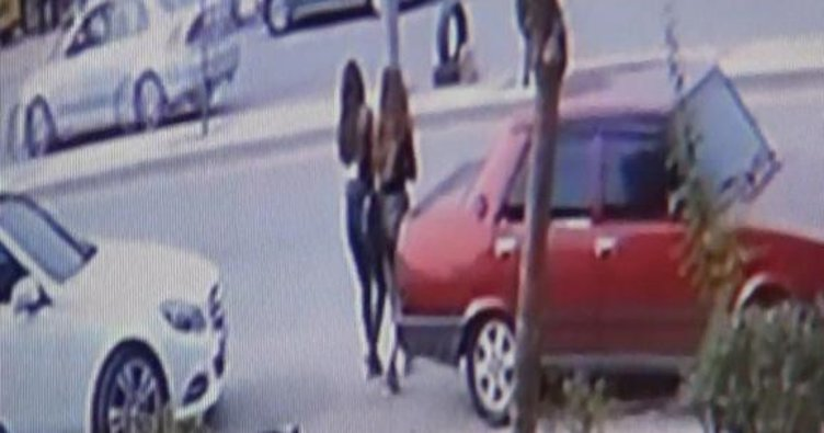 Minibüs 2 genç kızı 50 metre savurdu! Mahalleli şoförü linç etmek istedi