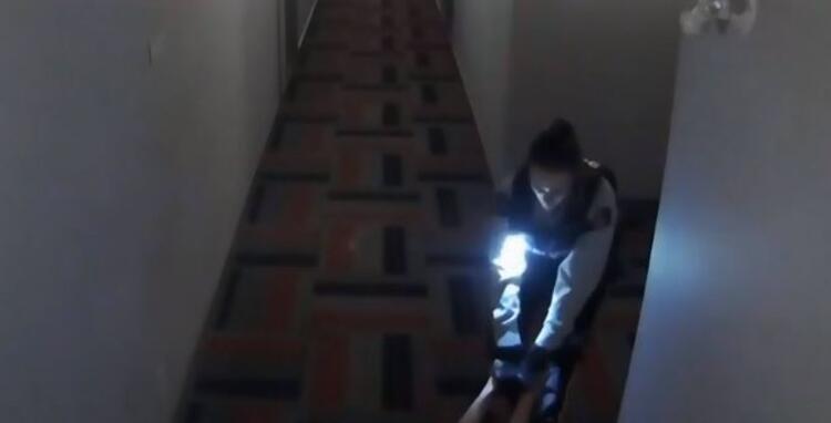 Son dakika: Şoke eden görüntüler! Kapıyı açan genç kadın dehşeti yaşadı