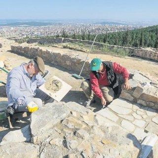 Kartal kalede bin yıllık pati izleri