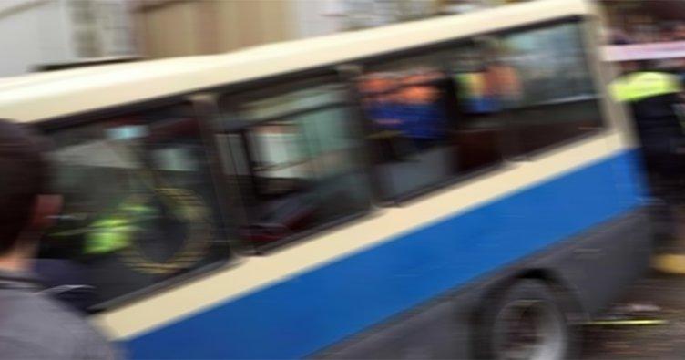 Küçükçekmece'de yolcu minibüsü kaza yaptı