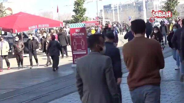İstanbul'da güneşi gören vatandaşlar sosyal mesafeyi unutup alanlara akın etti | Video