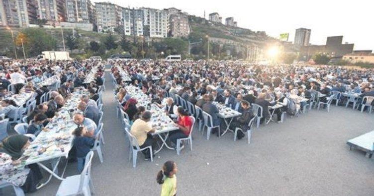 7 bin kişilik dev iftar sofrası