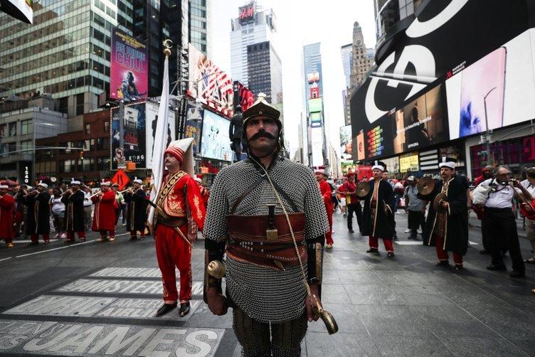 New York'ta Türk bayrağı ve mehter coşkusu