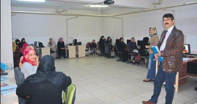 Suriyeli göçmenler Türkçe öğreniyor