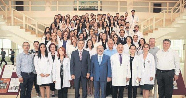 ÇÜ Eczacılık Fakültesi öğrencilerine kavuştu