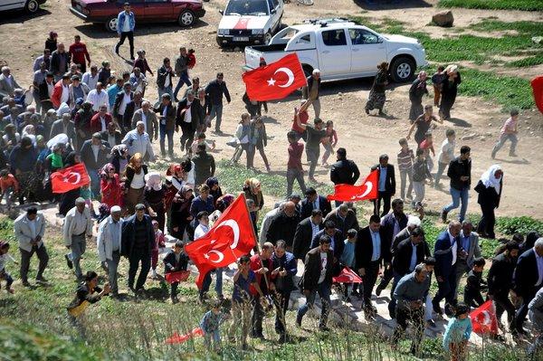 Tayy Aşireti TSK'nın Zeytin Dalı Harekatı'ndaki başarısını davul zurnayla kutladı