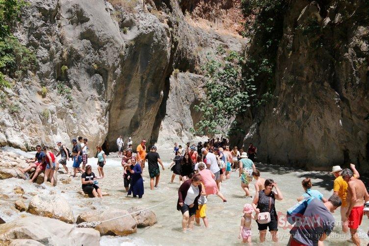 Muğla'nın Seydikemer ilçesindeki Saklıkent Kanyonu'na ziyaretçi akını!