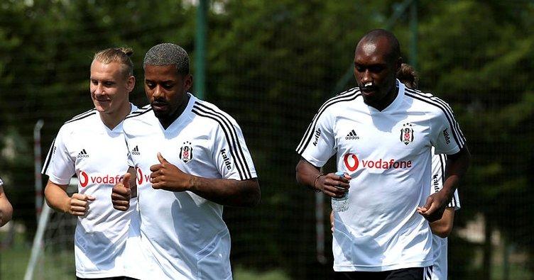 Beşiktaş'ta Atiba Hutchinson takımla çalışmalara başladı