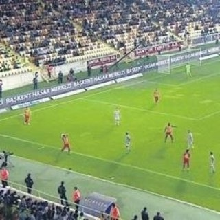 Yeni Malatyaspor - Galatasaray maçındaki taca Fenerbahçeliler tepki gösterdi!