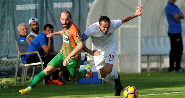 Alanyaspor ve Antalyaspor yenişemedi