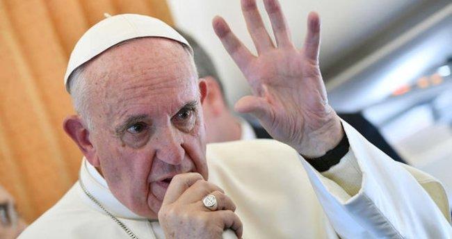 Papa: Katolik Kilisesi'nde kadınlar papaz olamayacak