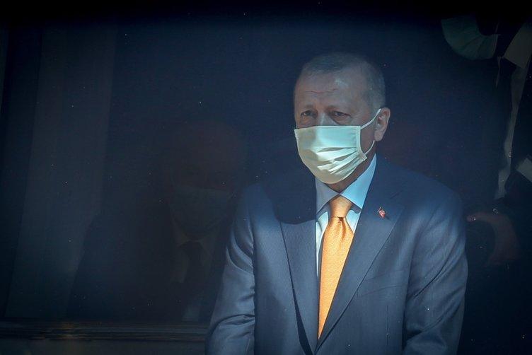 Başkan Erdoğan'dan Malazgirt Zaferi kutlamaları öncesi Ahlat Selçuklu Meydan Mezarlığı'na ziyaret