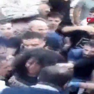 SON DAKİKA HABERİ - İzmir'deki depremde mucize kurtuluş görüntülendi
