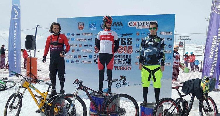 Erciyes'te kar üstünde bisiklet yarışı