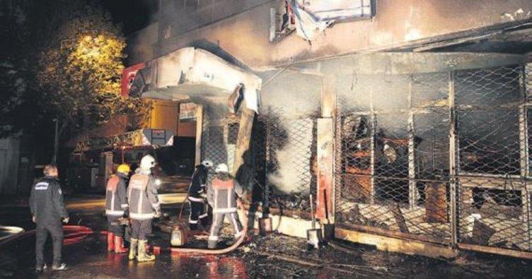Ankara'da üç katlı işyerinde yangın