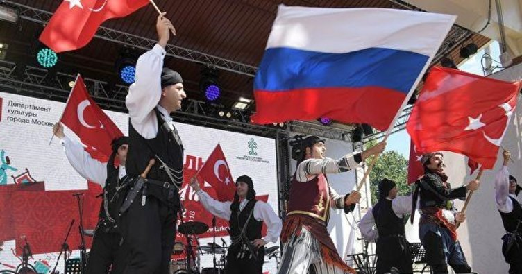 Moskova'da Türkiye zamanı