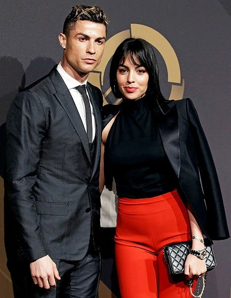 Cristiano Ronaldo'nun sevgilisi Georgina Rodrigues gala gecesinde büyüledi!