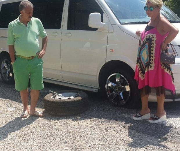 Safiye Soyman ve Faik Öztürk kaza geçirdi