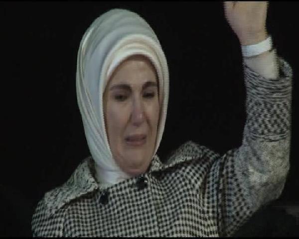 Emine Erdoğan gözyaşlarına boğuldu
