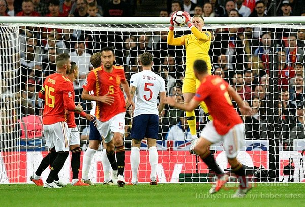 İngiltere - İspanya maçında korku dolu anlar! Luke Shaw...