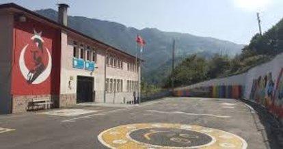 Trabzon'da bir okul çatlaklar nedeniyle boşaltıldı