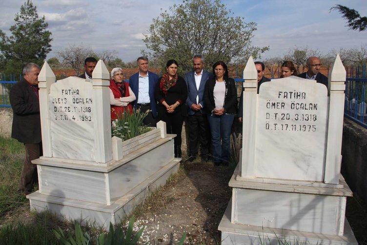 HDP'liler Öcalan'ın anne ve babasının mezarını ziyaret ettiler!