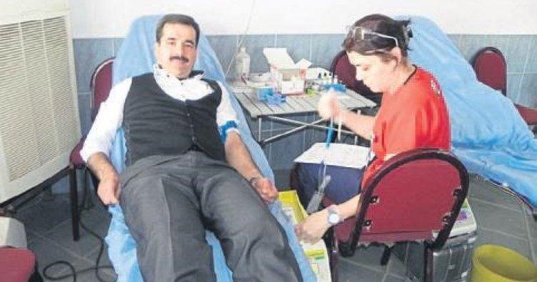 Kızılay kahvehanede 30 ünite kan topladı