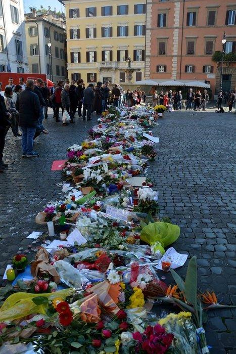 Paris terör saldırıları için anma