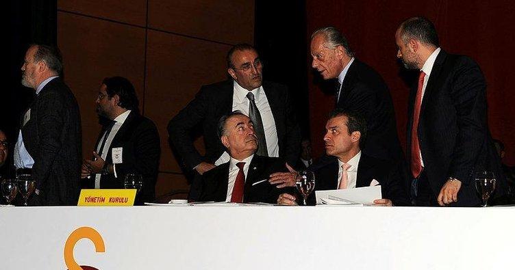 Galatasaray yönetim kurulu, divanda terleyecek