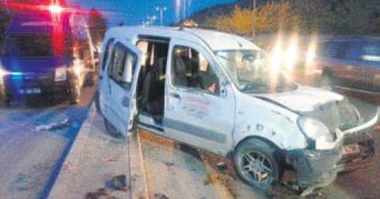 Panelvan otomobile çarptı: 6 yaralı