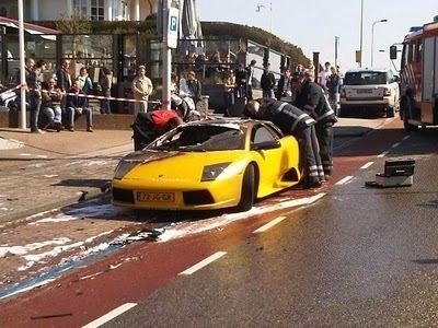 Lamborghini alevler içinde