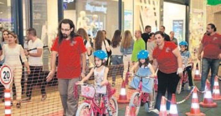 Kızlar bisiklete rağbet ediyor
