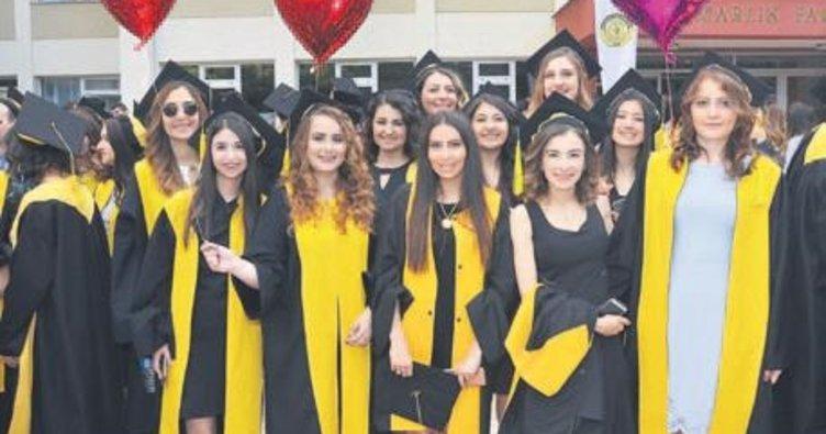 20. yıl mezunları uğurlandı